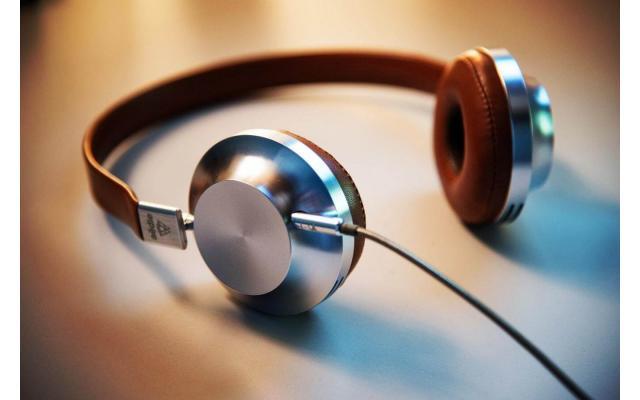 Grey and brown corded headphones